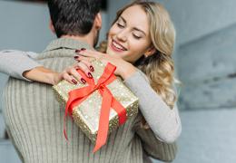 Что подарить женщине на 8 Марта по знаку зодиака