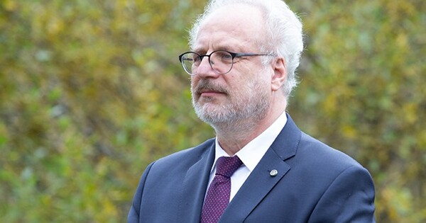 Lexus спрезидентом Латвии попал вДТП