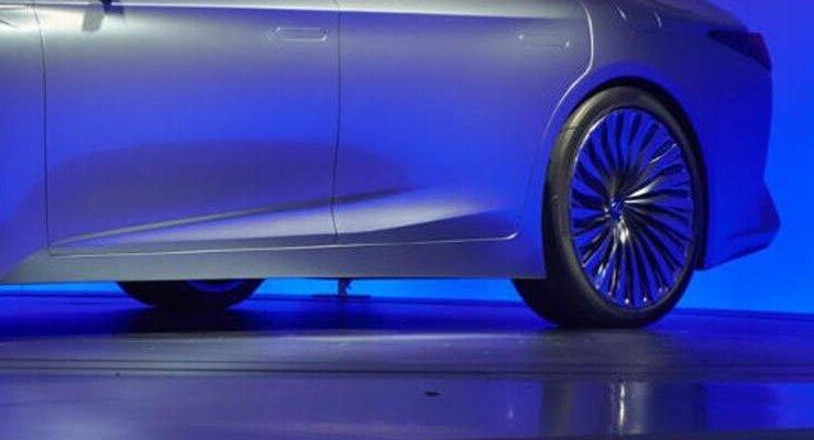 Седан с искусственным интеллектом Lexus LS+: Японская красота