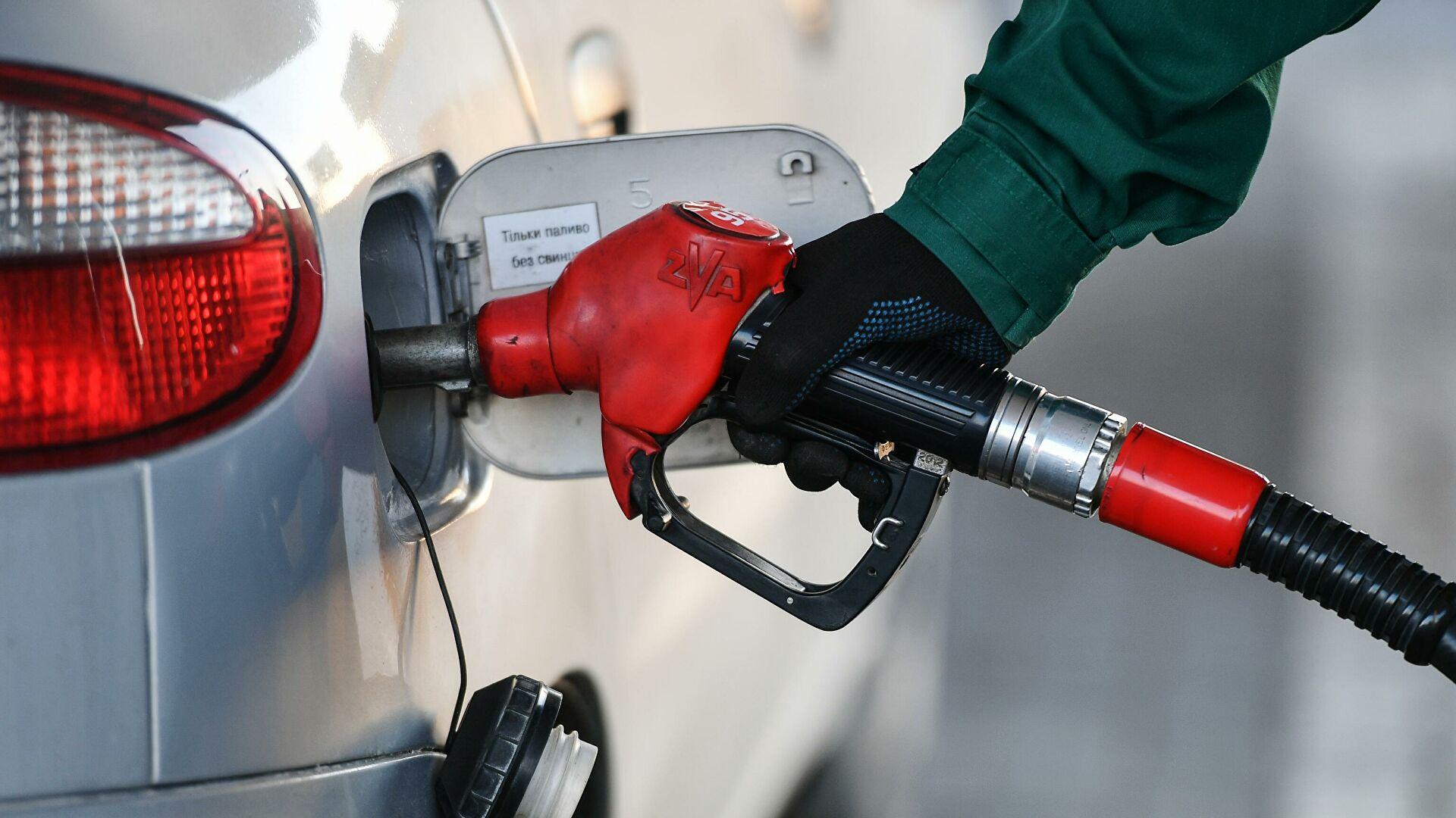 Цены набензин вРоссии продолжили снижаться