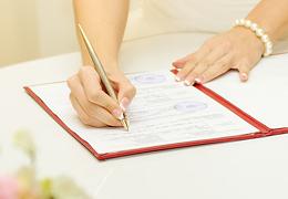 Нужно ли менять фамилию при замужестве