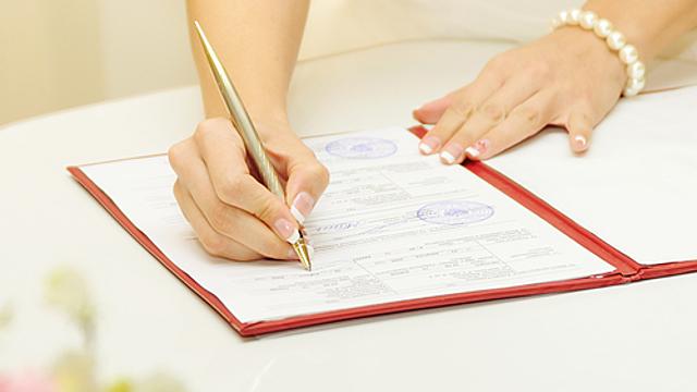 Нумерология: стоит ли менять фамилию при замужестве