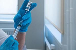 Назван возможный срок начала вакцинации от COVID-19