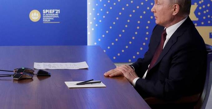 СМИ: Эмир Катара не приехал на ПМЭФ из-за отказа Путина от встречи