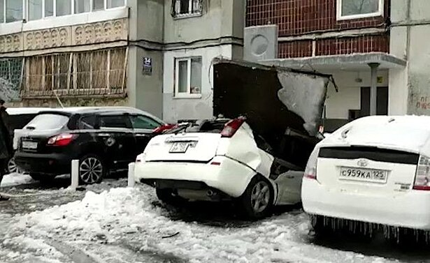 Видео недели: кибердеревня на Марсе, падение бетонной плиты на машину и отбившаяся от лисы школьница