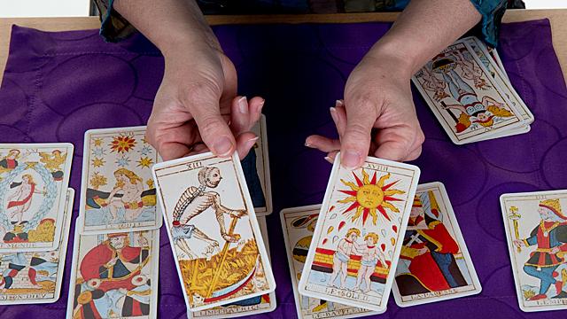 Таро-прогноз на ноябрь: кому повезет в деньгах и любви