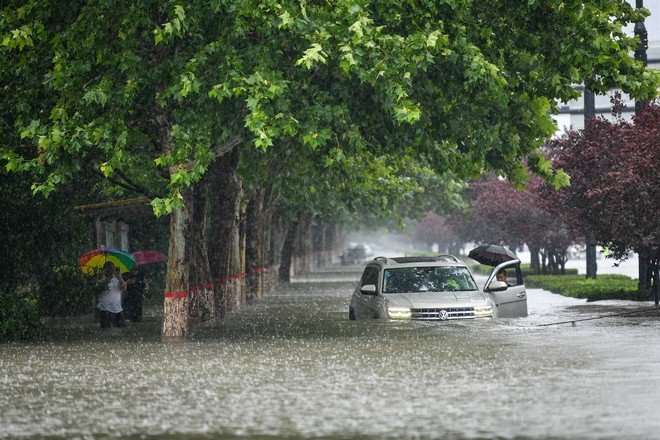 Опубликовано видео наводнения вкитайской провинции Хэнань