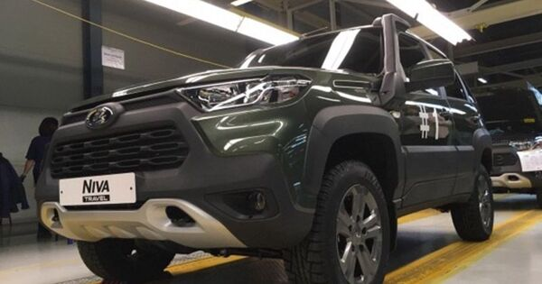 АвтоВАЗ рассекретил новую Lada Niva. Она действительно похожа на RAV4