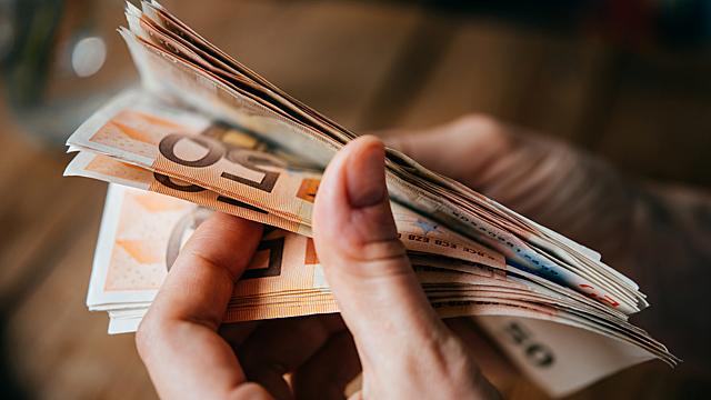 Гребем деньги лопатой — финансовый гороскоп на 22-28 марта