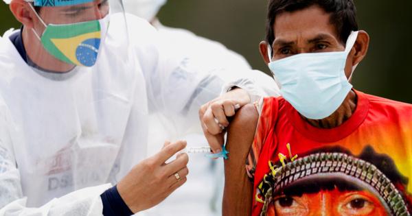 «Идеальный шторм»: почему Бразилия стала лабораторией дляновых штаммов коронавируса