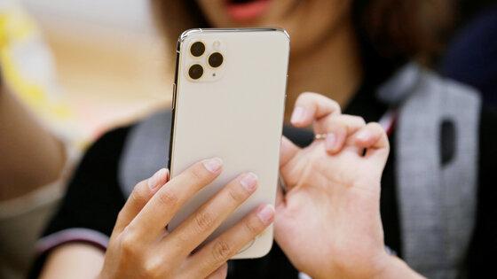 Новые смартфоны Apple можно будет разблокировать с маской на лице