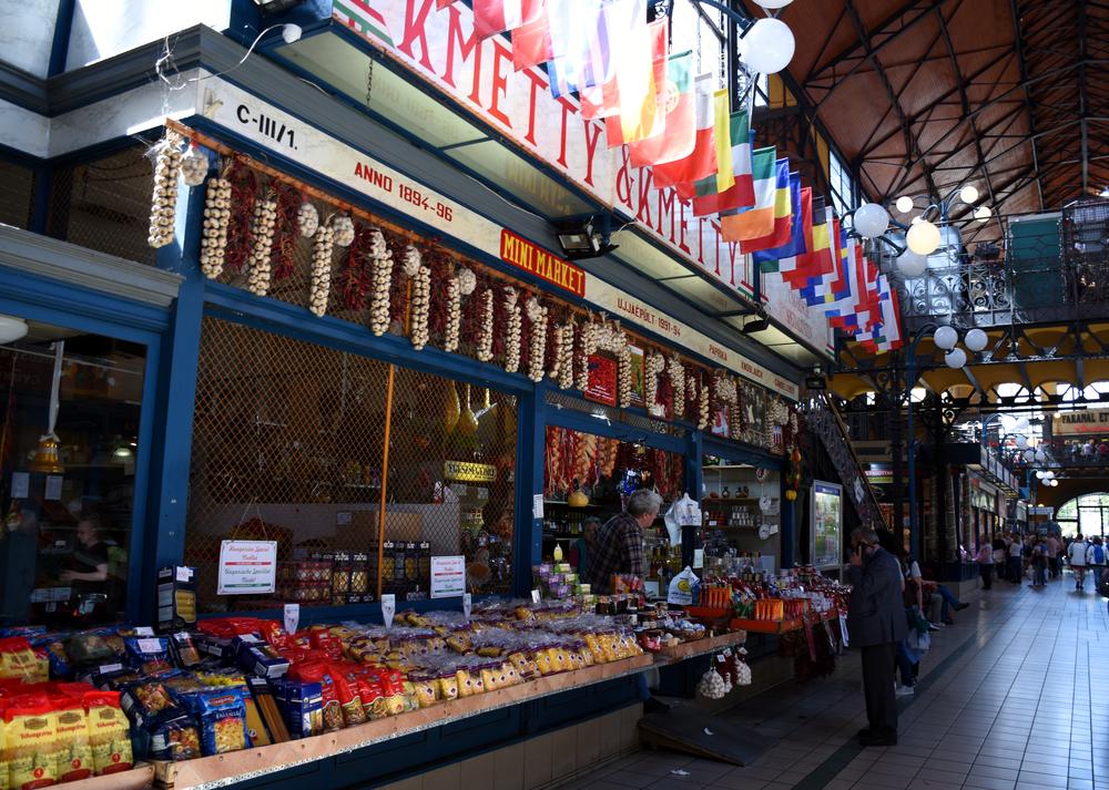 Туристов в сувенирном магазине унизили и назвали нищими — Рамблер/путешествия
