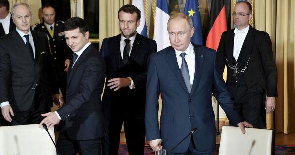 Кремль направил Украине предложения попереговорам Путина иЗеленского