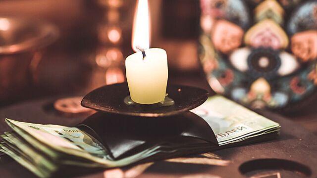 Астролог раскрыла ритуал на привлечение денег