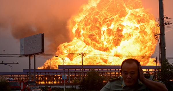 СМИ: Мощный взрыв произошел назаводе вКитае