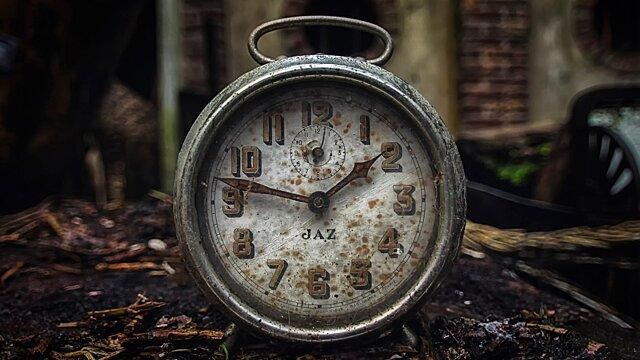 Смерть и плохая энергетика: почему нельзя дарить настенные часы