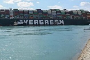 $916 млн составила сумма долга за блокировку Суэцкого канала