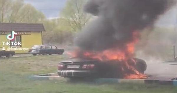 ПодМосквой загорелся автомобиль сзапертыми внутри детьми
