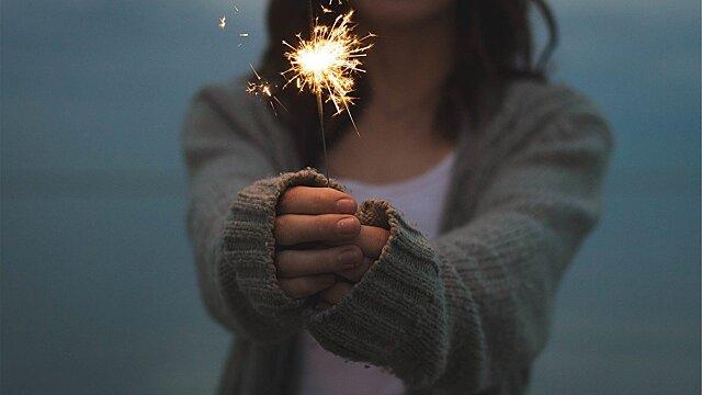 Психологи рассказали, как провести Новый год в одиночестве