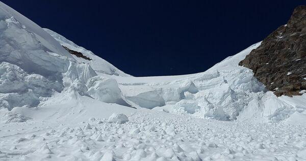 Турист погиб после схода лавины вБурятии