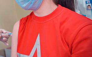 Вирусолог призвал «выбить дурь» из россиян, верящих в чипирование