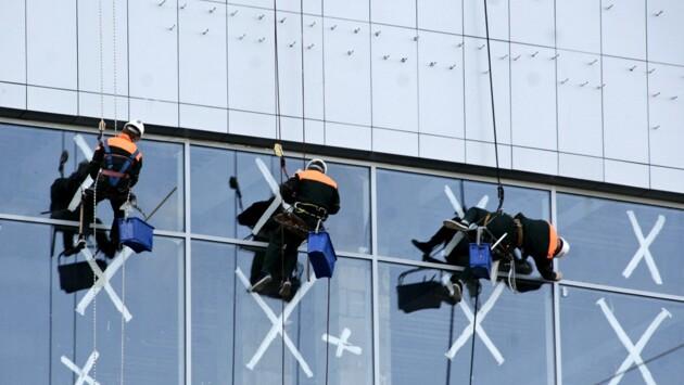 Москвич перерезал трос альпинисту во время работы