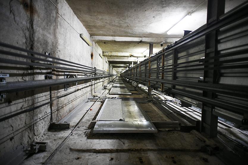 ВМоскве рухнул лифт стремя полицейскими