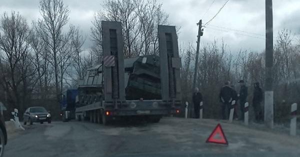 Зенитно-ракетный комплекс упал стягача надороге вТуле