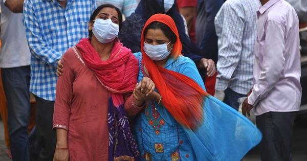 Ученые сравнили заразность индийского ибританского штаммов COVID-19