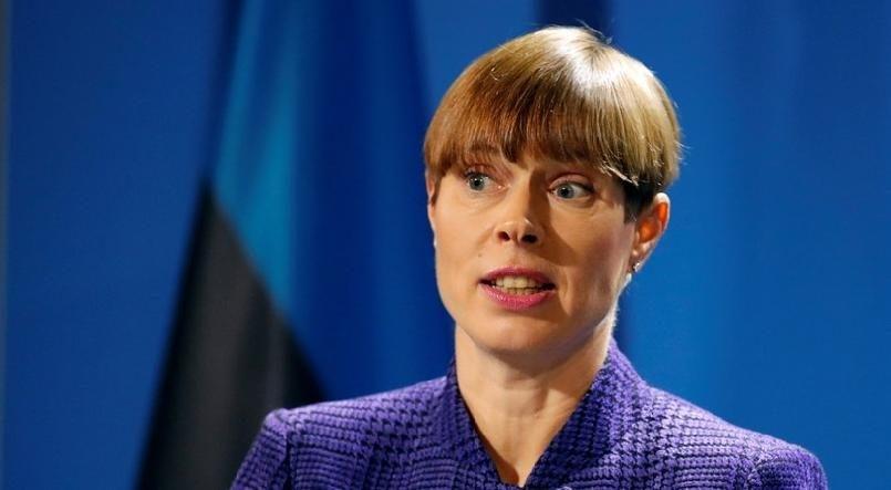 Президент Эстонии навелосипеде провела патрулирование границы сРоссией