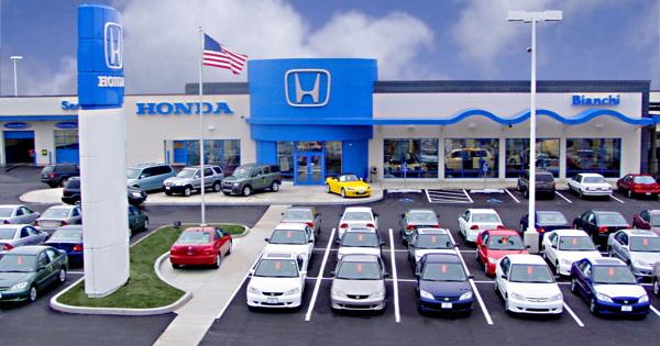 Продажи автомобилей в США упали на 17% из-за дефицита микрочипов