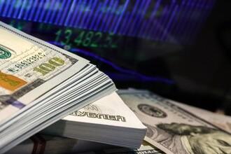 Россияне сняли с валютных счетов $28 млрд