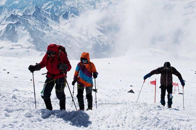 Трагедия наЭльбрусе: гид бросил группу альпинистов