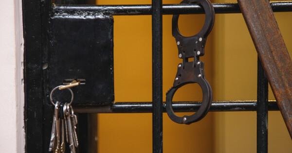 Убивший Флойда экс-полицейский добивается нового суда