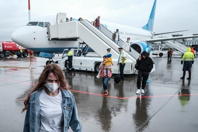 Жириновский призвал запретить россиянам выезд зарубеж