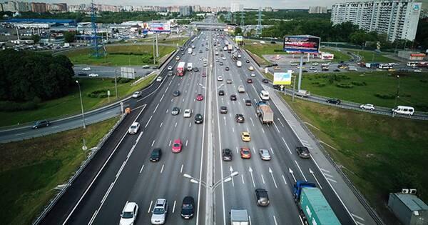 ГИБДД установила личность отца, посадившего ребенка за руль в Москве