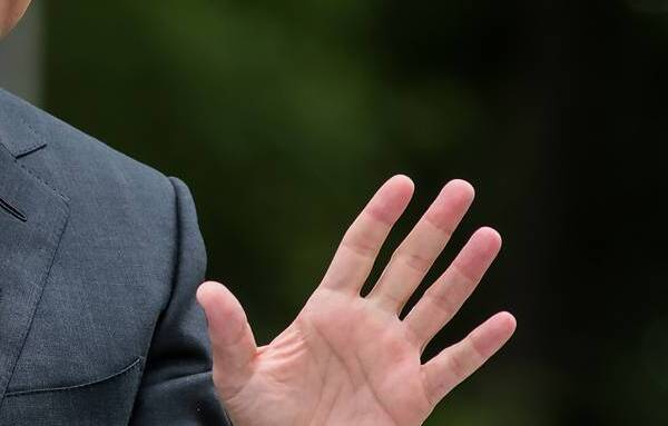 Зеленского призвали обсудить с Путиным оборот рубля в Донбассе