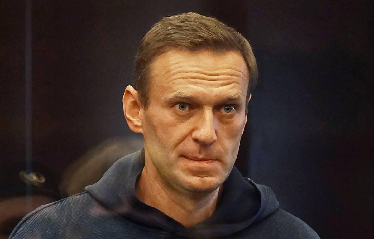 Песков допустил выдачу Навального США