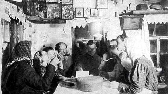 Почему на Руси молились, если хлеб упал на пол