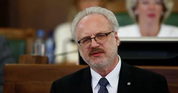 Президент Латвии попал вДТПвРиге