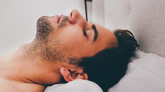 Как узнать характер мужчины по одежде, в которой он спит