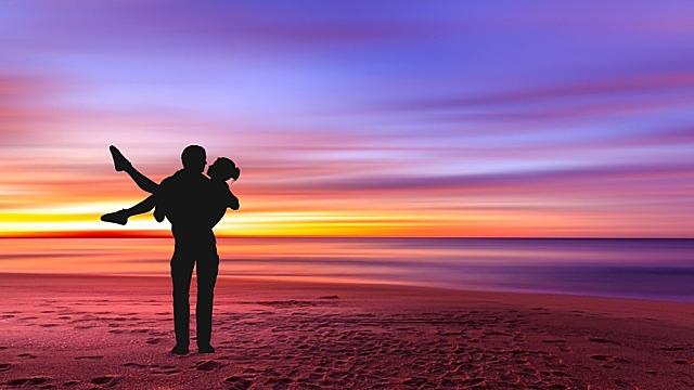 Астрологи рассказали, каким будет 24 августа для любви и работы