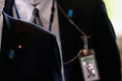 Премьер Японии Суга извинился за неточные заявления про Абэ