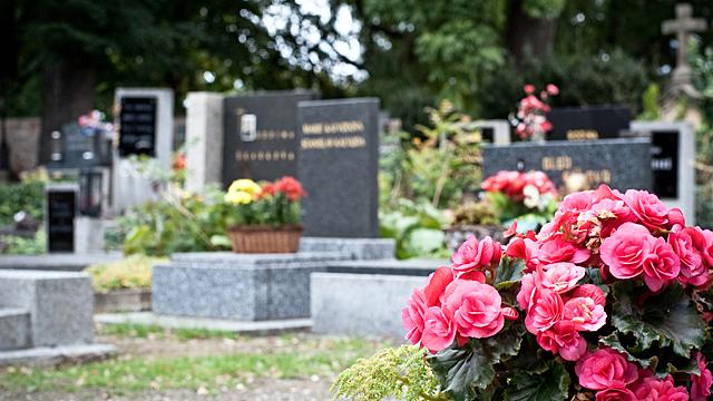 Когда нужно навещать родственников на кладбище