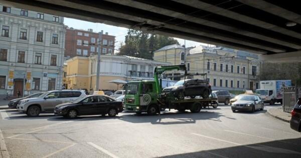В Москве повысили тарифы на эвакуацию неправильно припаркованных машин