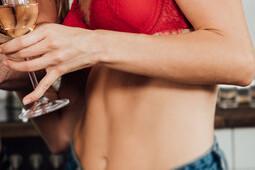 Зачатию не товарищ: как алкоголь снижает шанс забеременеть