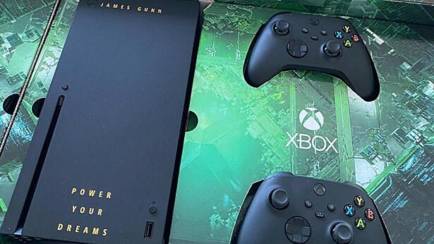 Джеймс Ганн получил фирменный Xbox Seriex X, на который ждёт Cyberpunk 2077