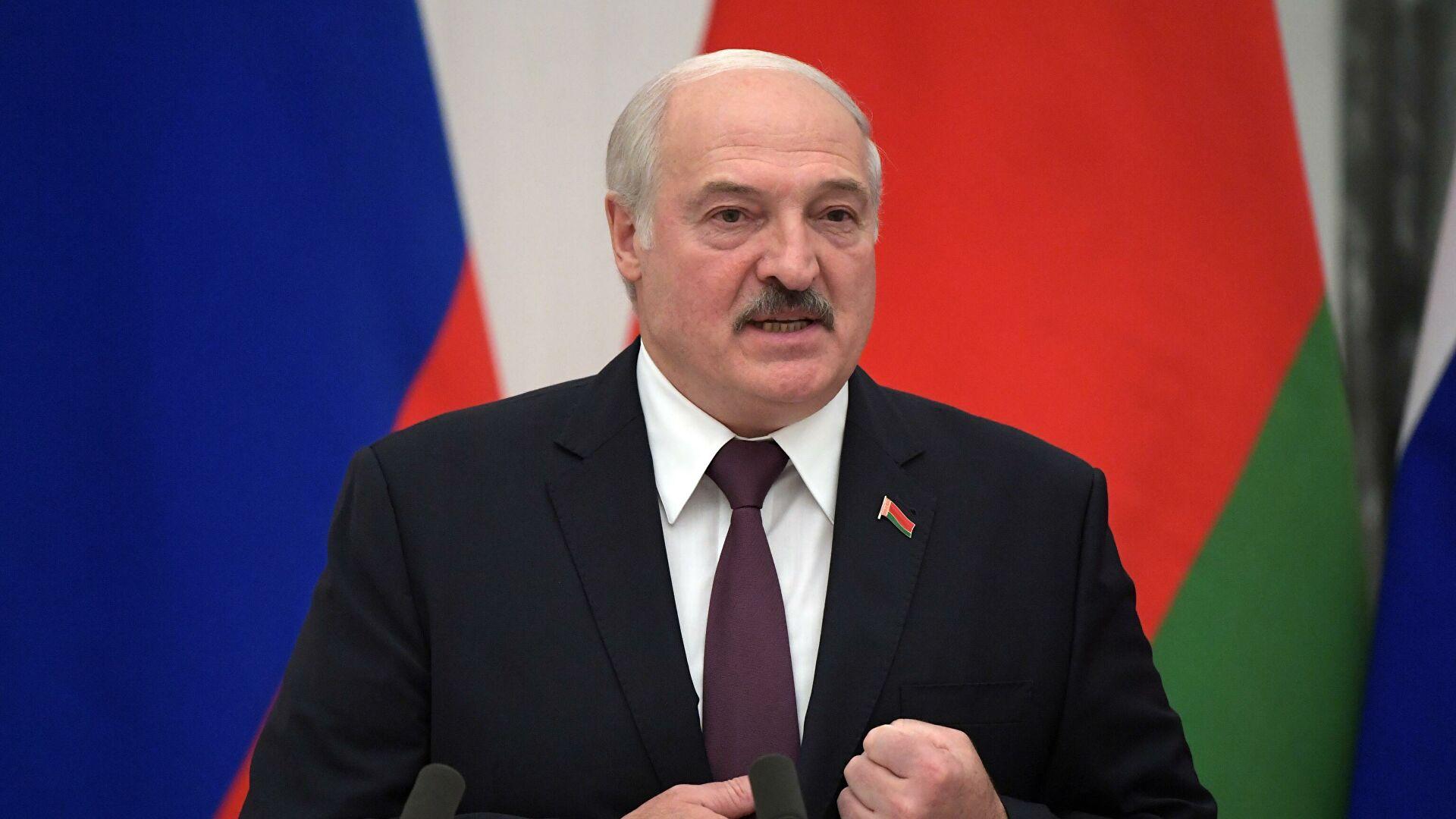 Лукашенко допустил принудительную посадку любого самолета вБелоруссии