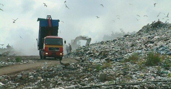 Путин потребовал ликвидировать мусорные полигоны вгородах