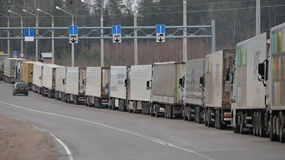 На границе России и Казахстана образовалась гигантская пробка